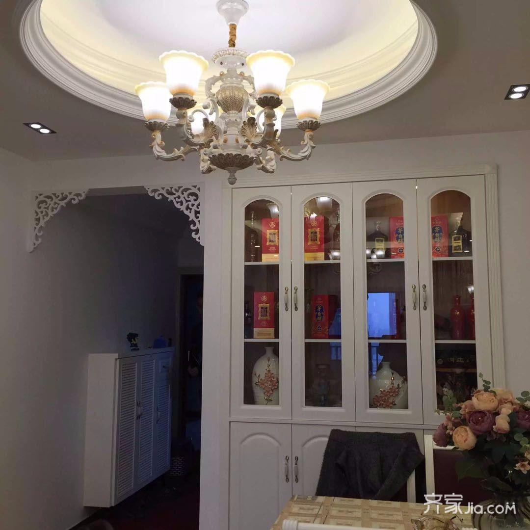 88平米欧式二居室装修餐厅吊顶设计