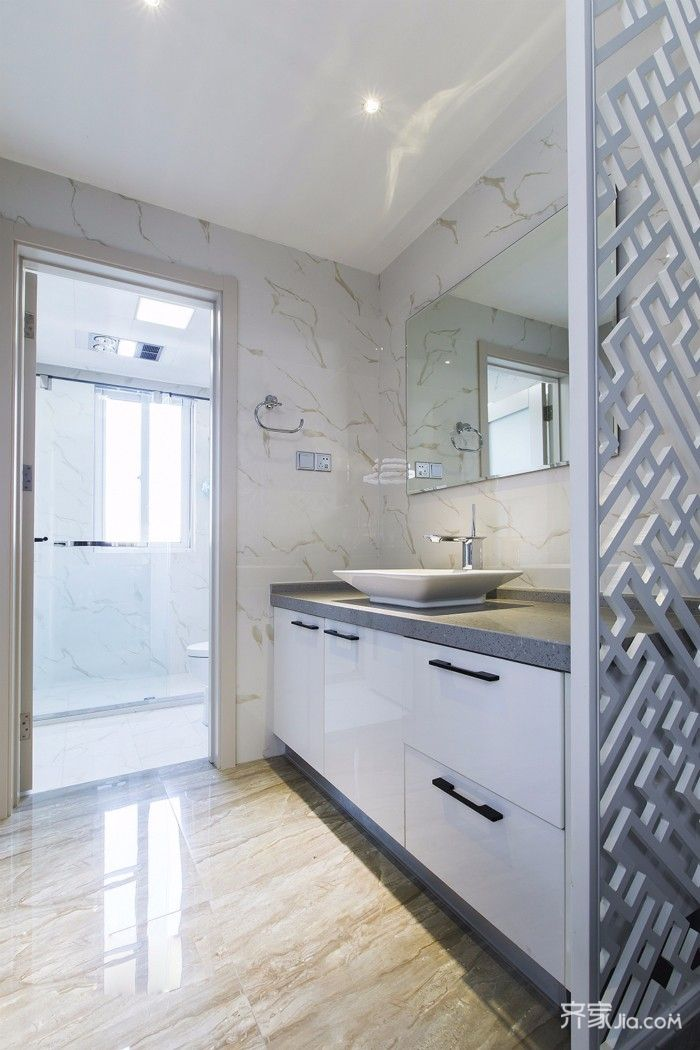 120平简约三居装修浴室柜设计图