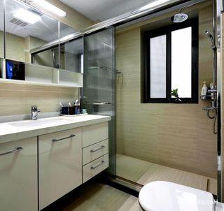 140平现代简约三居装修卫生间布局图