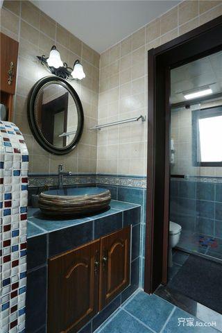 美式乡村风格三居装修卫生间搭配图