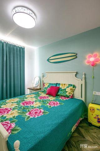 美式风情三居室装修主卧效果图
