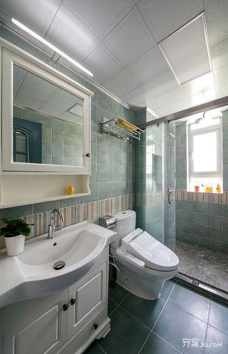 美式风情三居室装修卫生间装潢图
