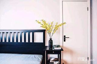 80平简约风之家床头柜花束
