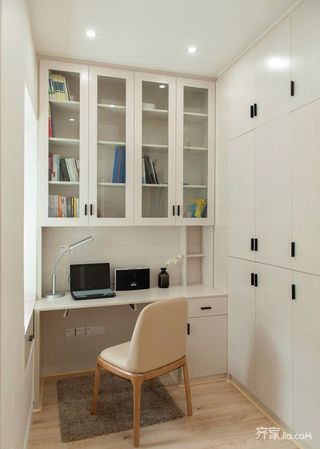 二居室简约装修书房布置图
