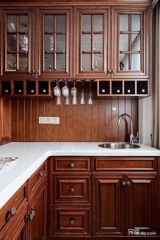 美式三居室裝修櫥柜圖片