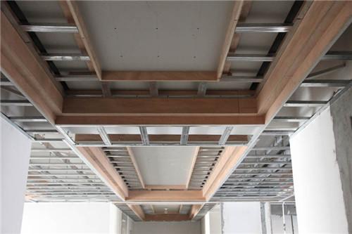 内饰吊顶是什么材料常见的吊顶材料广州欧派橱柜有哪些
