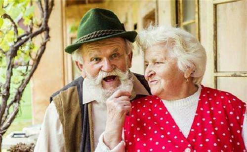 如何看待老年婚姻 老年婚姻和谐应注意4点
