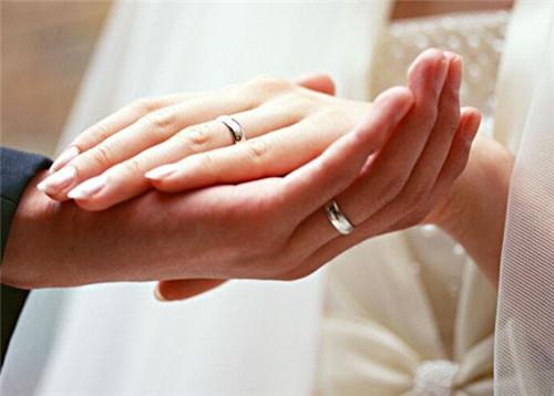 女婚株洲小户型戒的戴法和意义如何选择合适的戒指