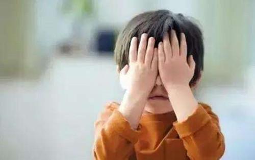 离婚后孩子长大跟谁亲  离婚后要不要去看孩子