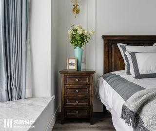 110平美式风格三居室装修床头柜图片