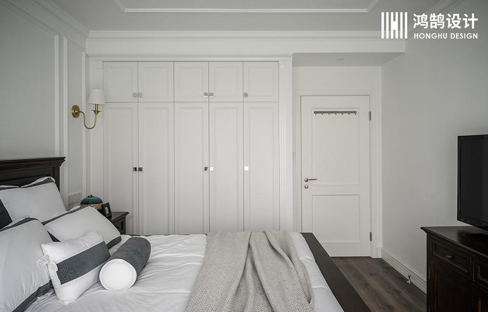 110平美式风格三居室装修衣柜设计
