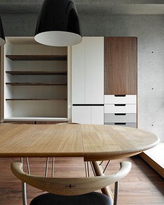 158平现代简约三居装修餐桌图片