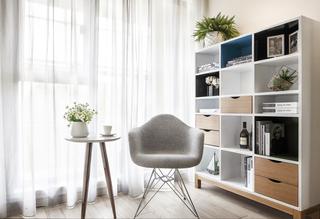 现代风格二居室装修阳台效果图