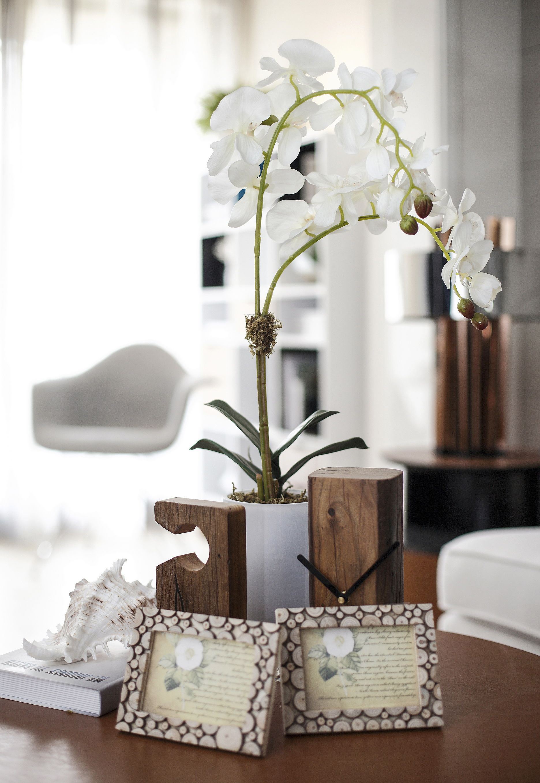 现代风格二居室装修茶几摆件特写