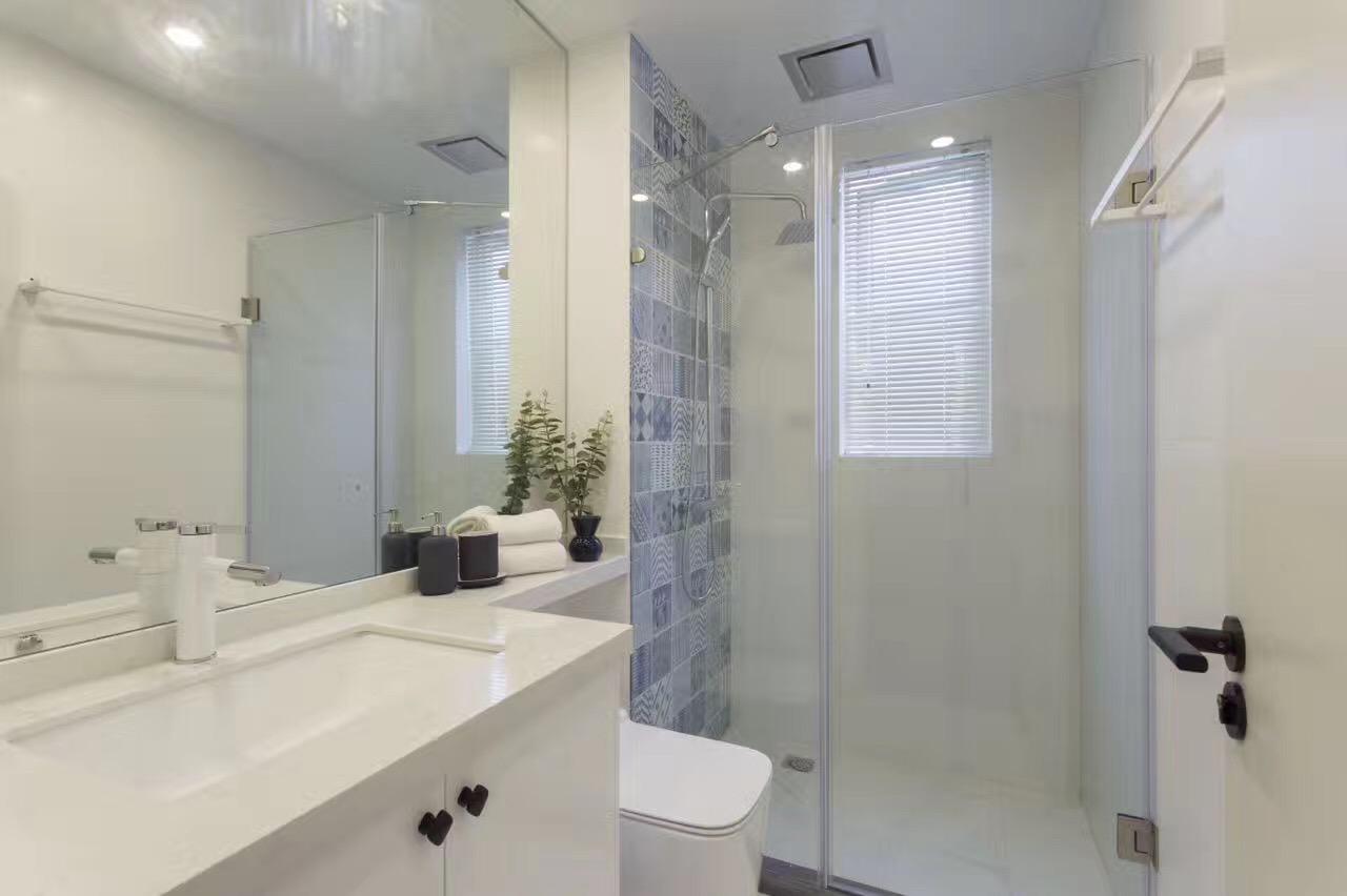 135平三居室装修淋浴房效果图