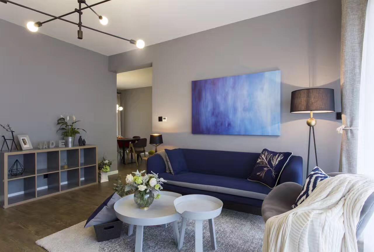 135平三居室装修沙发背景墙效果图