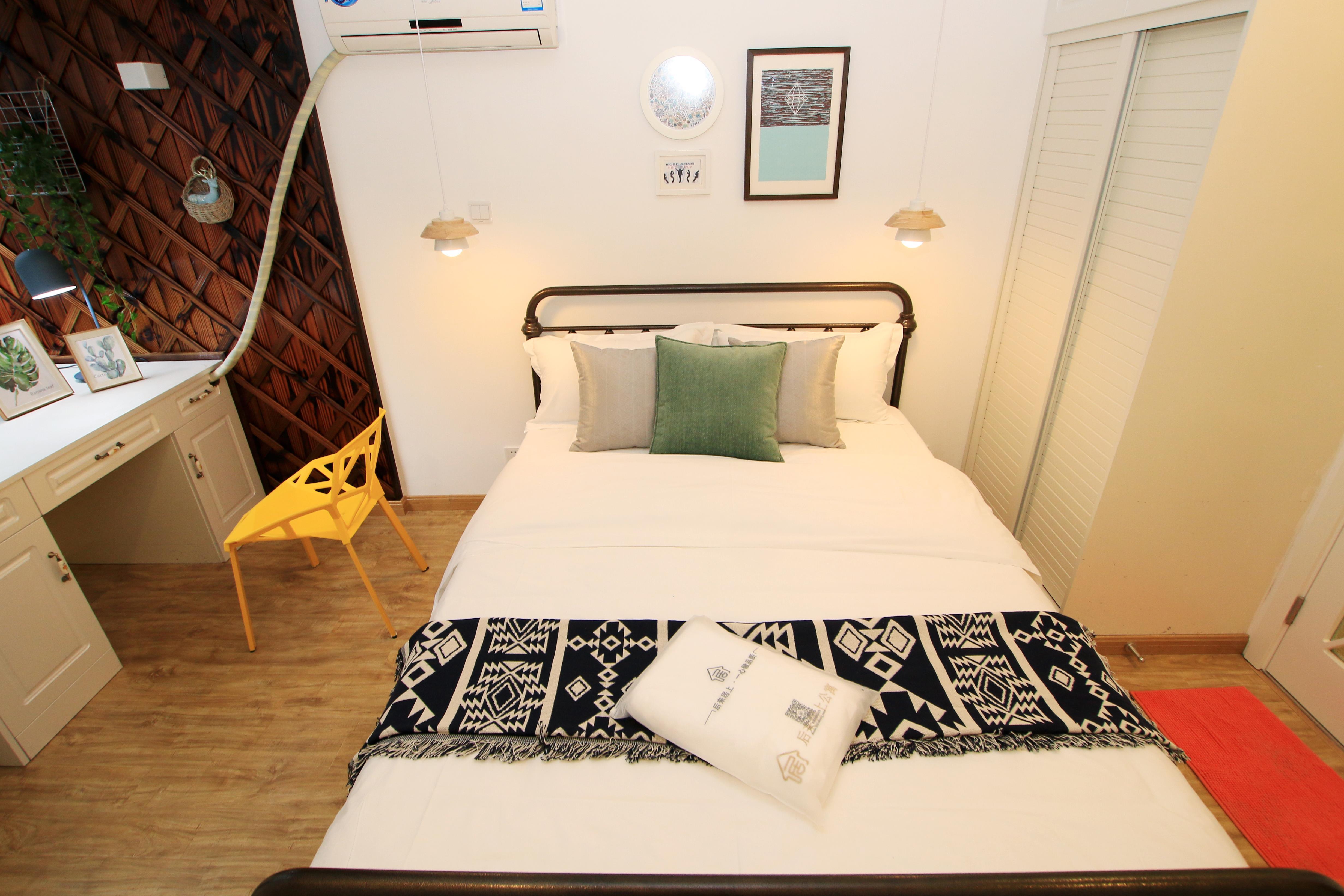 北欧简约三居室公寓装修床品搭配图