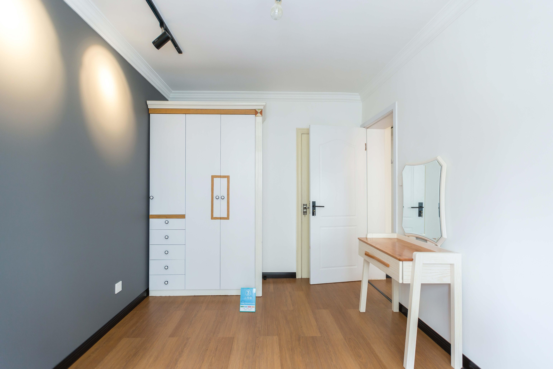 小户型简约一居室装修卧室设计图