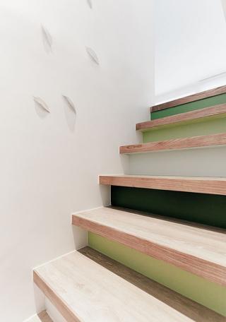 60平简约清新公寓装修楼梯细节图