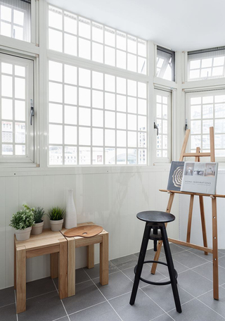 小户型简约风二居室阳台装修效果图