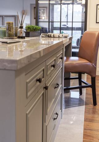 89㎡美式风格二居装修餐椅特写