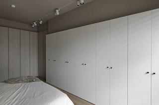 简约北欧风格三居装修衣柜设计图