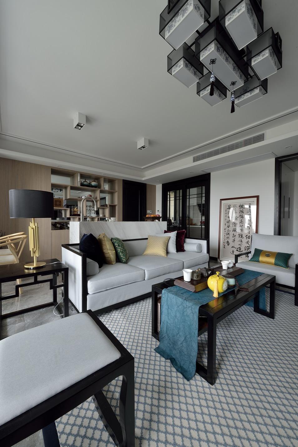 新中式风格三居室客厅吊顶装修效果图