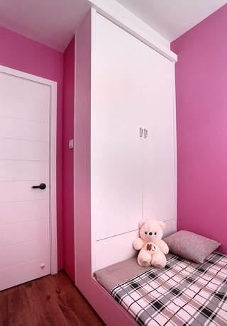 85平北欧风格两居装修衣柜设计图