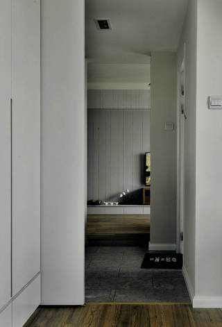 现代简约三居室装修移门效果图