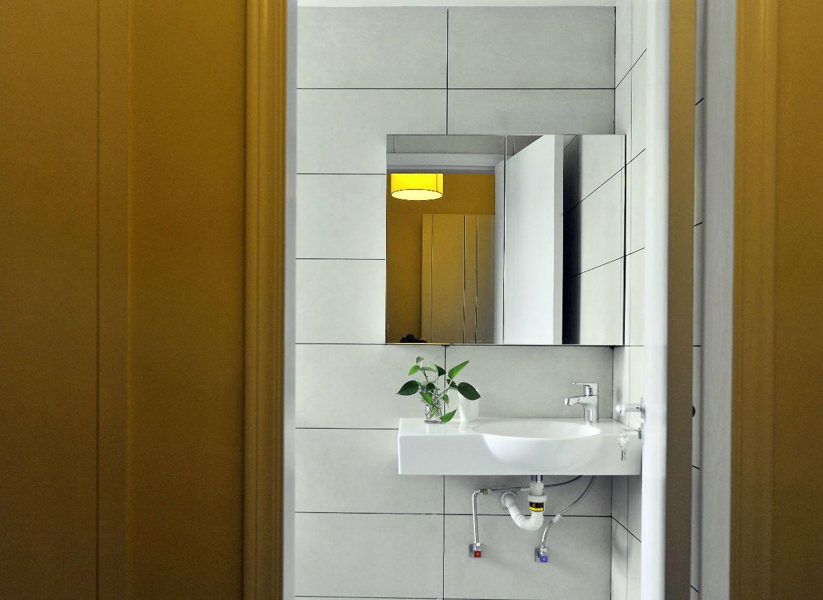 现代简约三居室装修卫生间一角