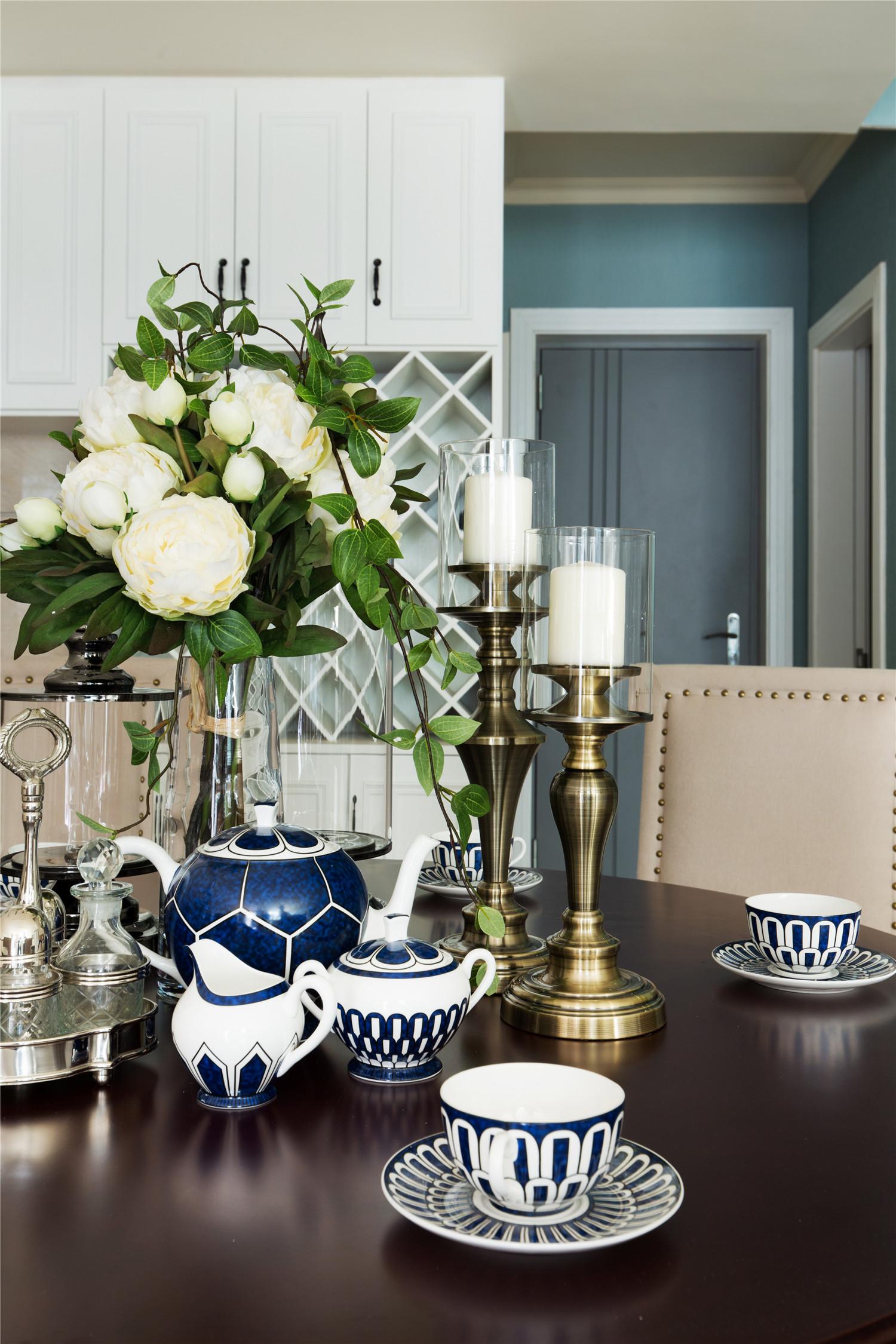 350平米美式别墅装修餐桌饰品摆件