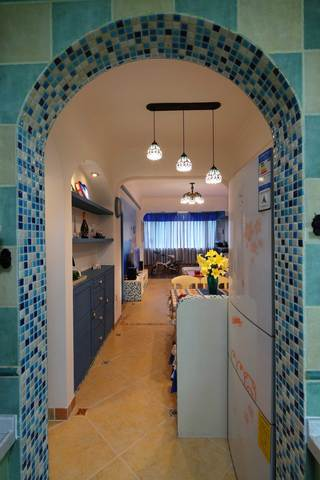 地中海风格二居室装修餐厅过道