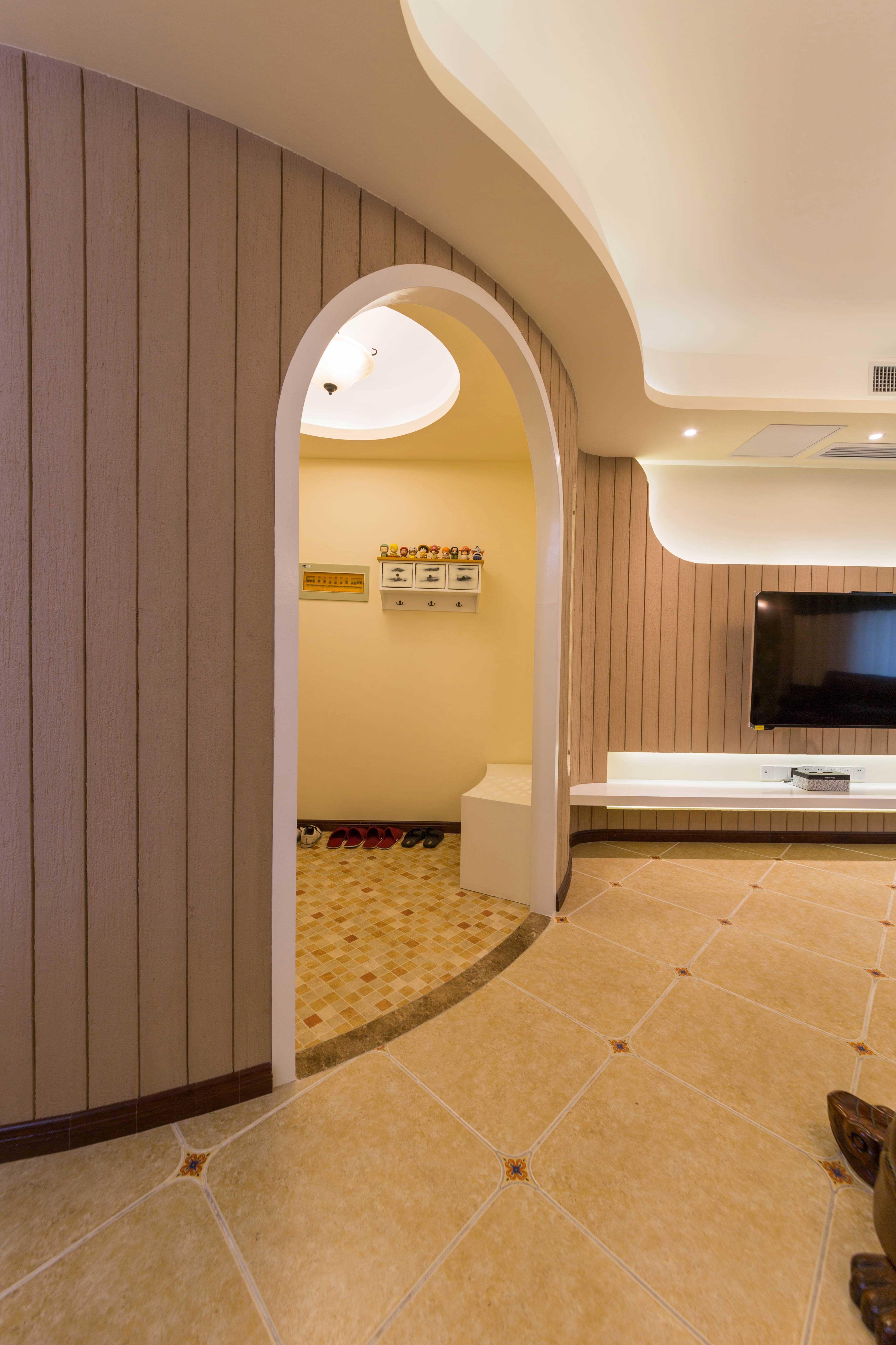 地中海田园三居室装修弧形门洞设计图