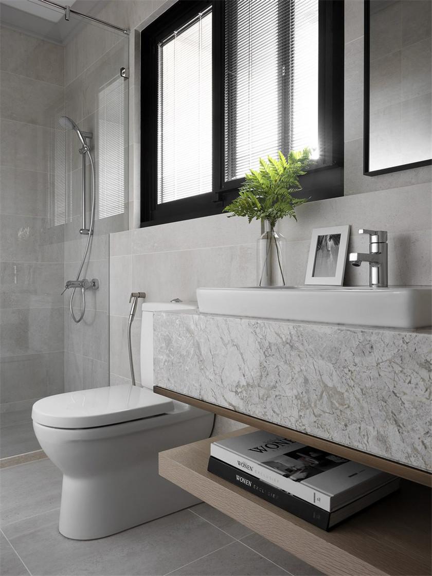 170平现代风格三居装修卫生间布局图