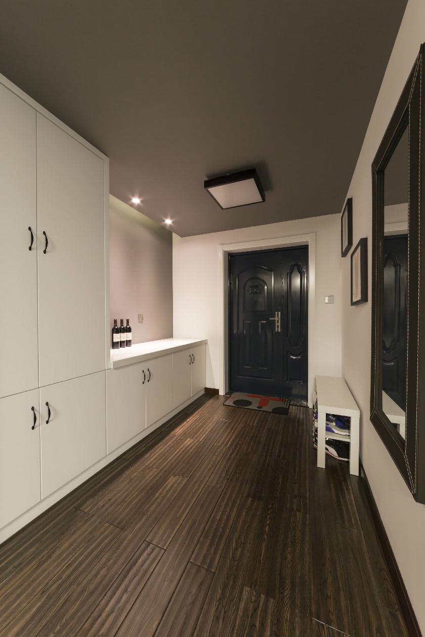 160㎡现代简约三居装修玄关柜设计图