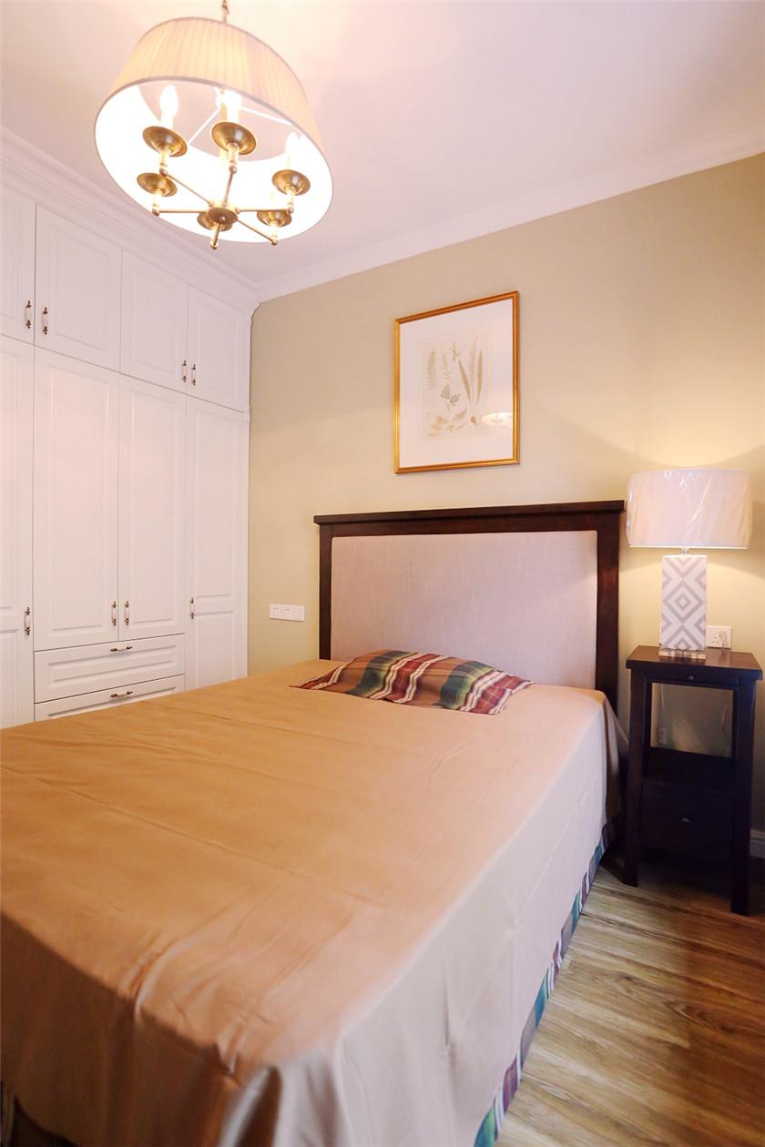 现代美式风格四居装修衣柜设计图