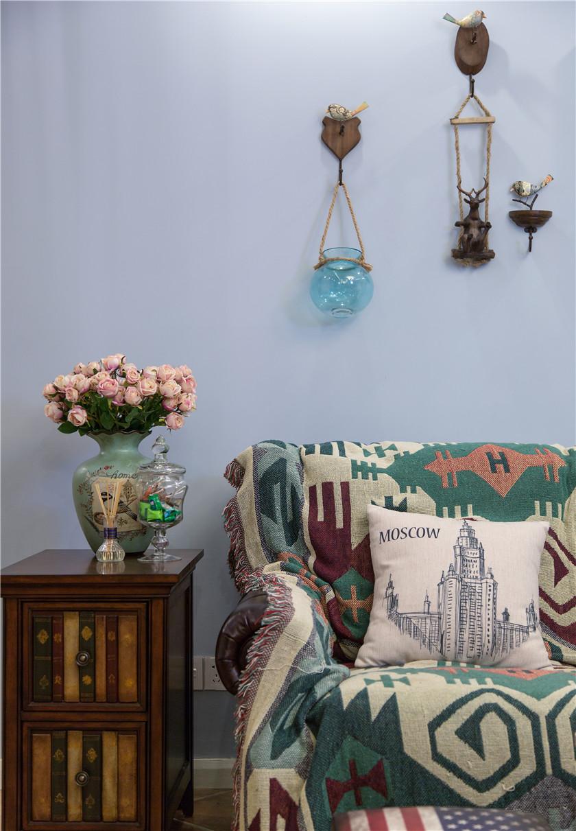 美式混搭风格二居室装修沙发边柜设计图