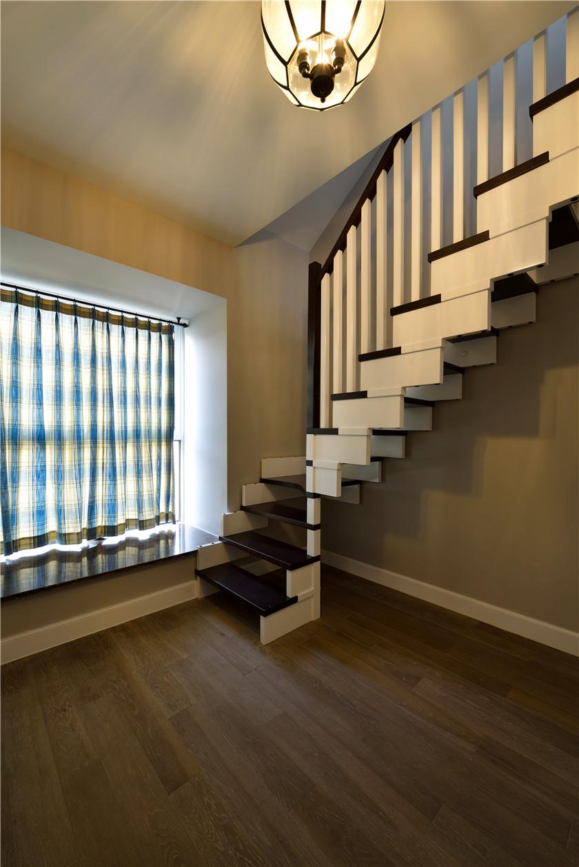 168平简美风格四居装修楼梯设计图