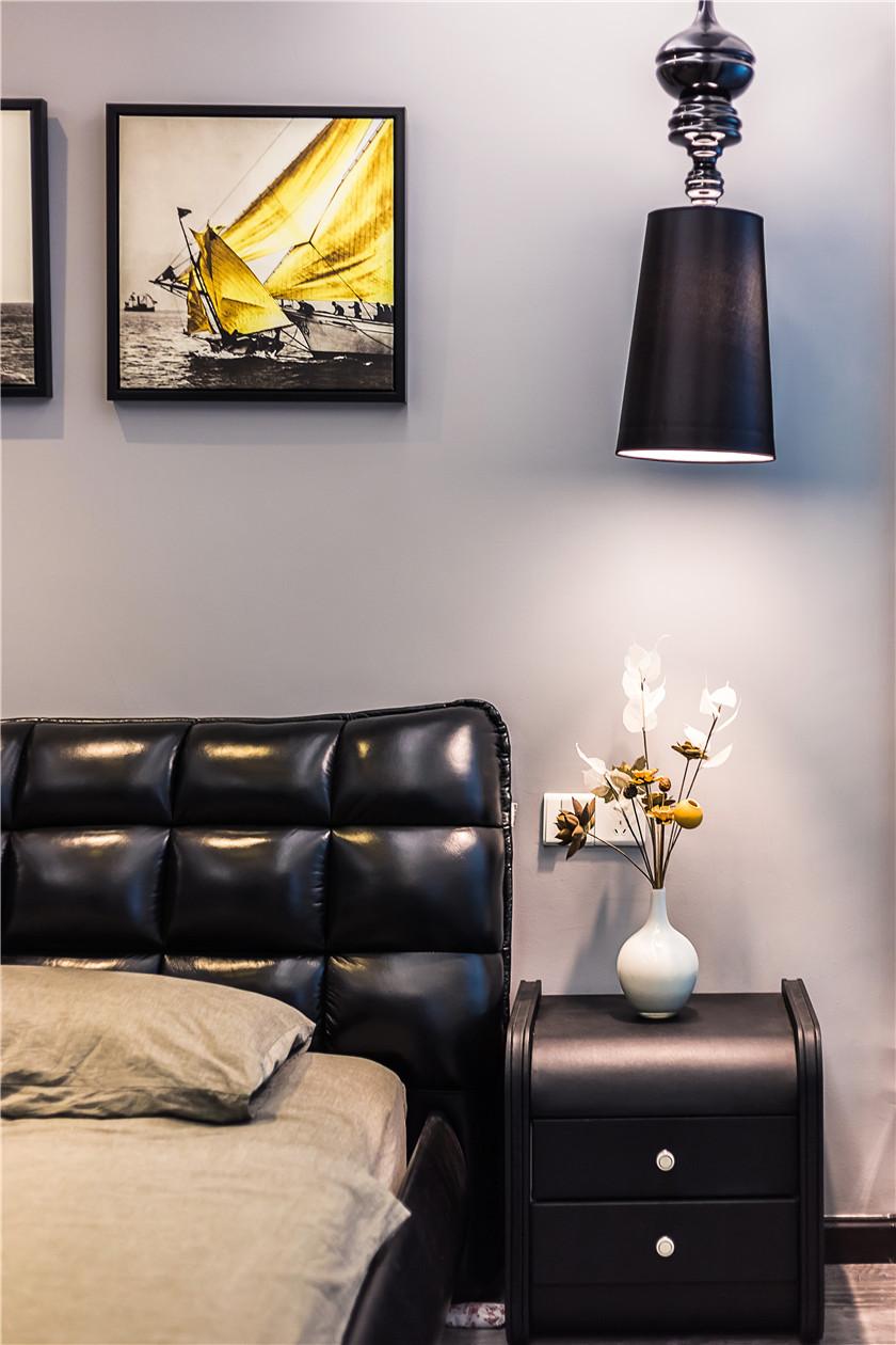 现代混搭风格二居室装修床头一角