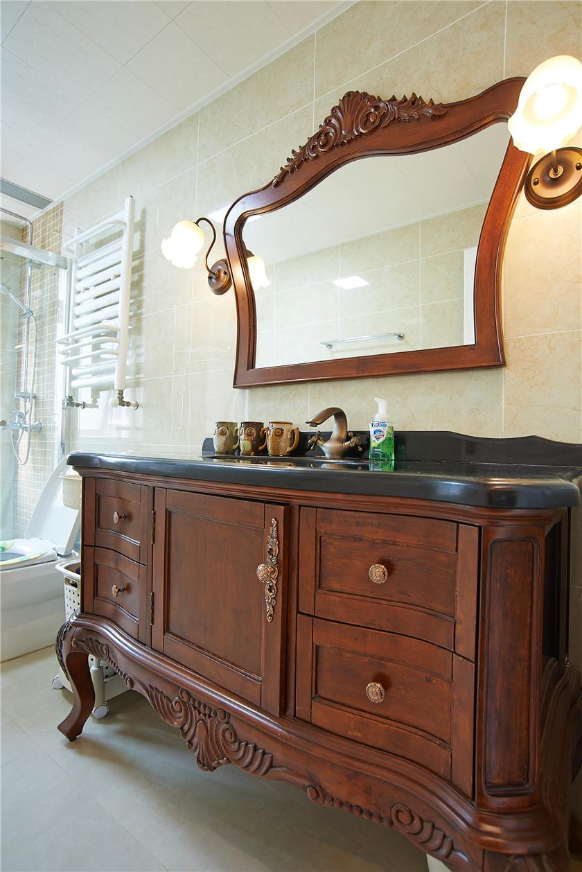现代简美风格三居装修浴室柜设计图