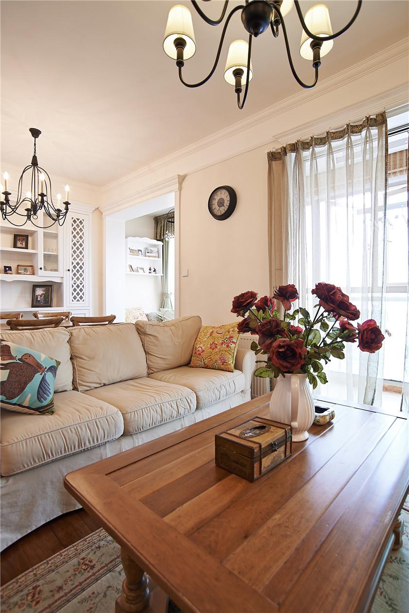 现代简美风格三居装修沙发设计图