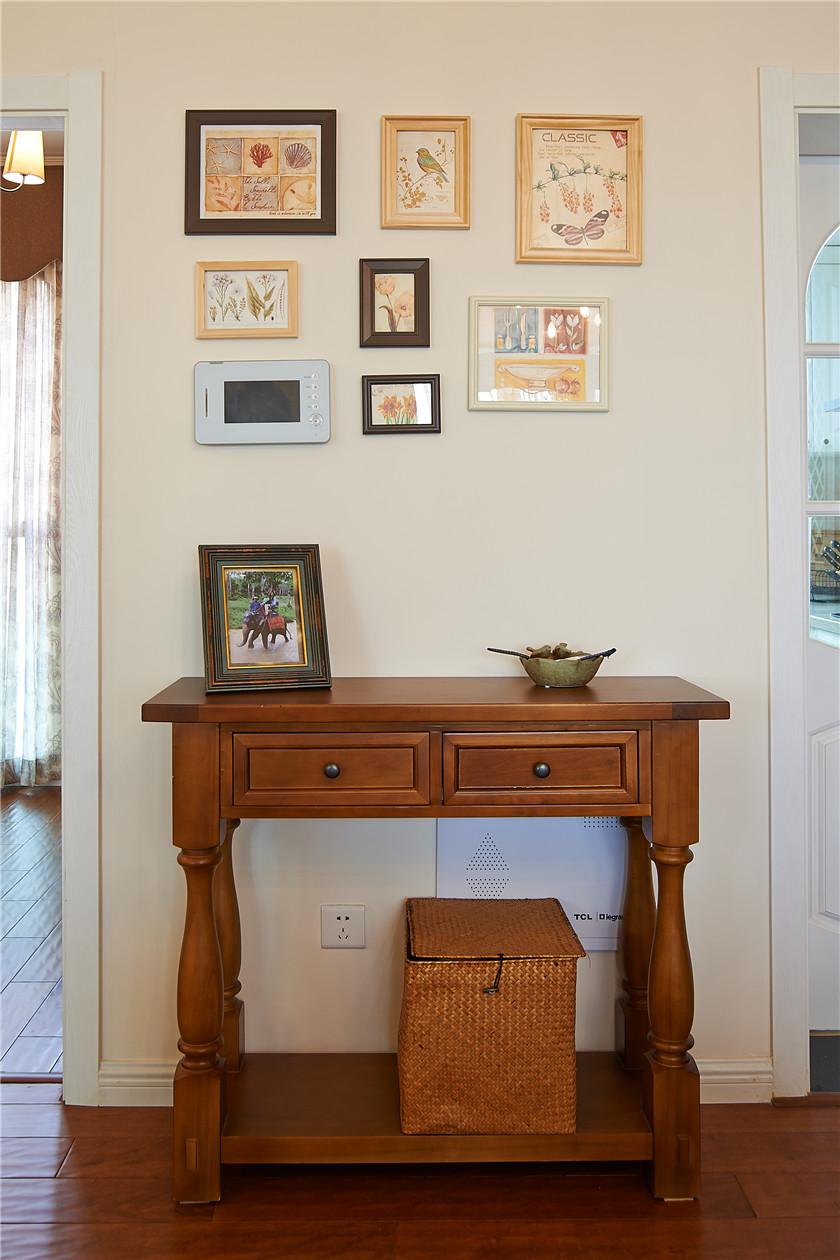 现代简美风格三居装修边桌设计图