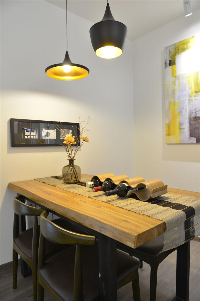 100㎡混搭风格二居装修餐桌设计图