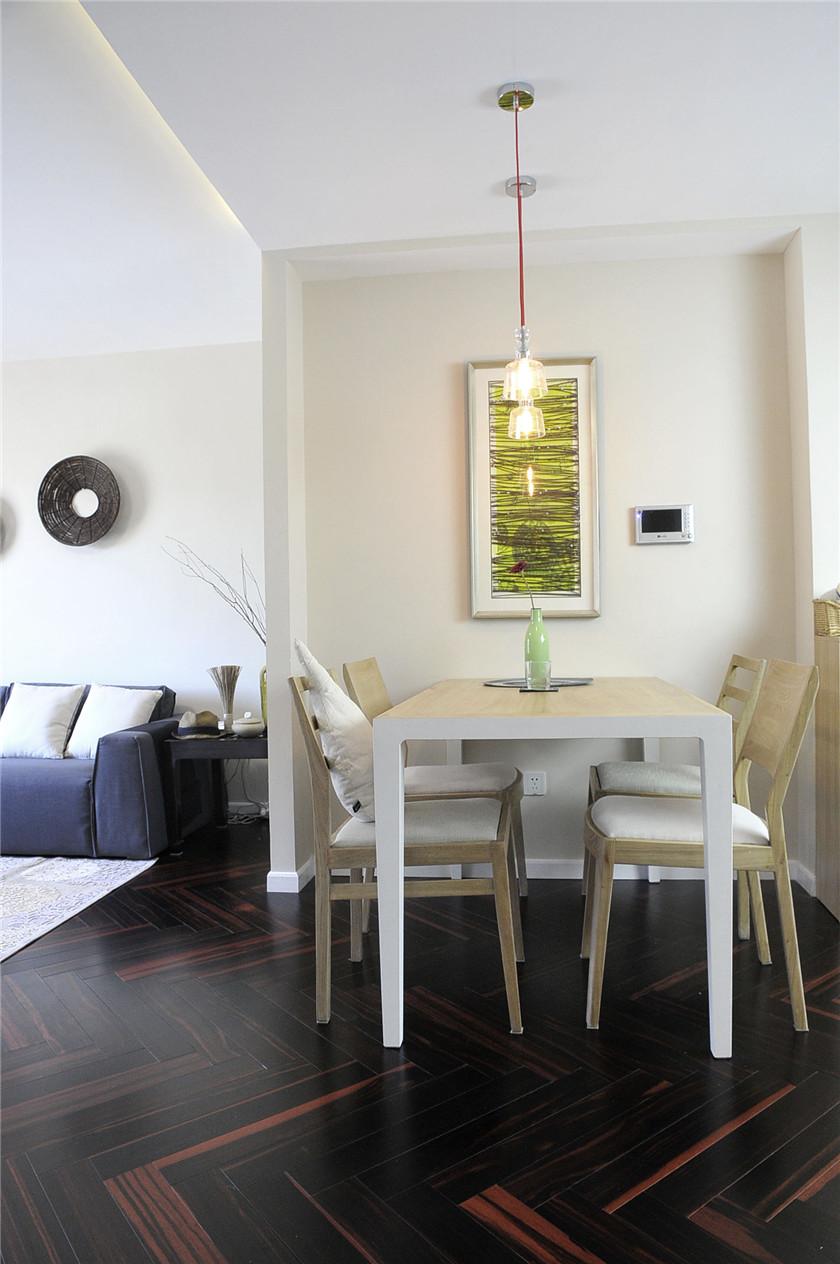 80平简约风二居装修餐厅背景墙布置图