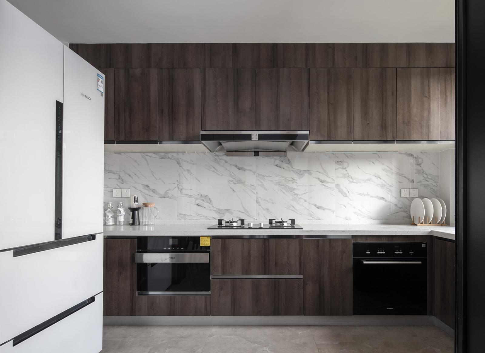 143平现代简约三居厨房装修效果图