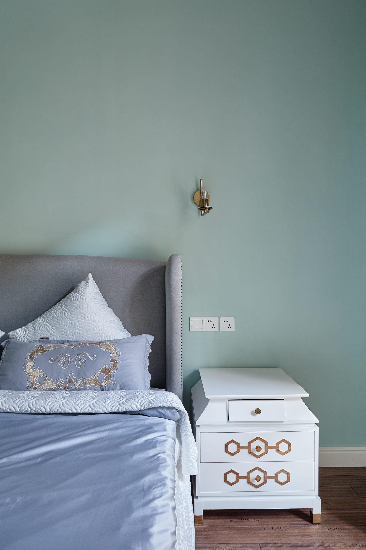 大户型法式混搭床头背景墙装修效果图
