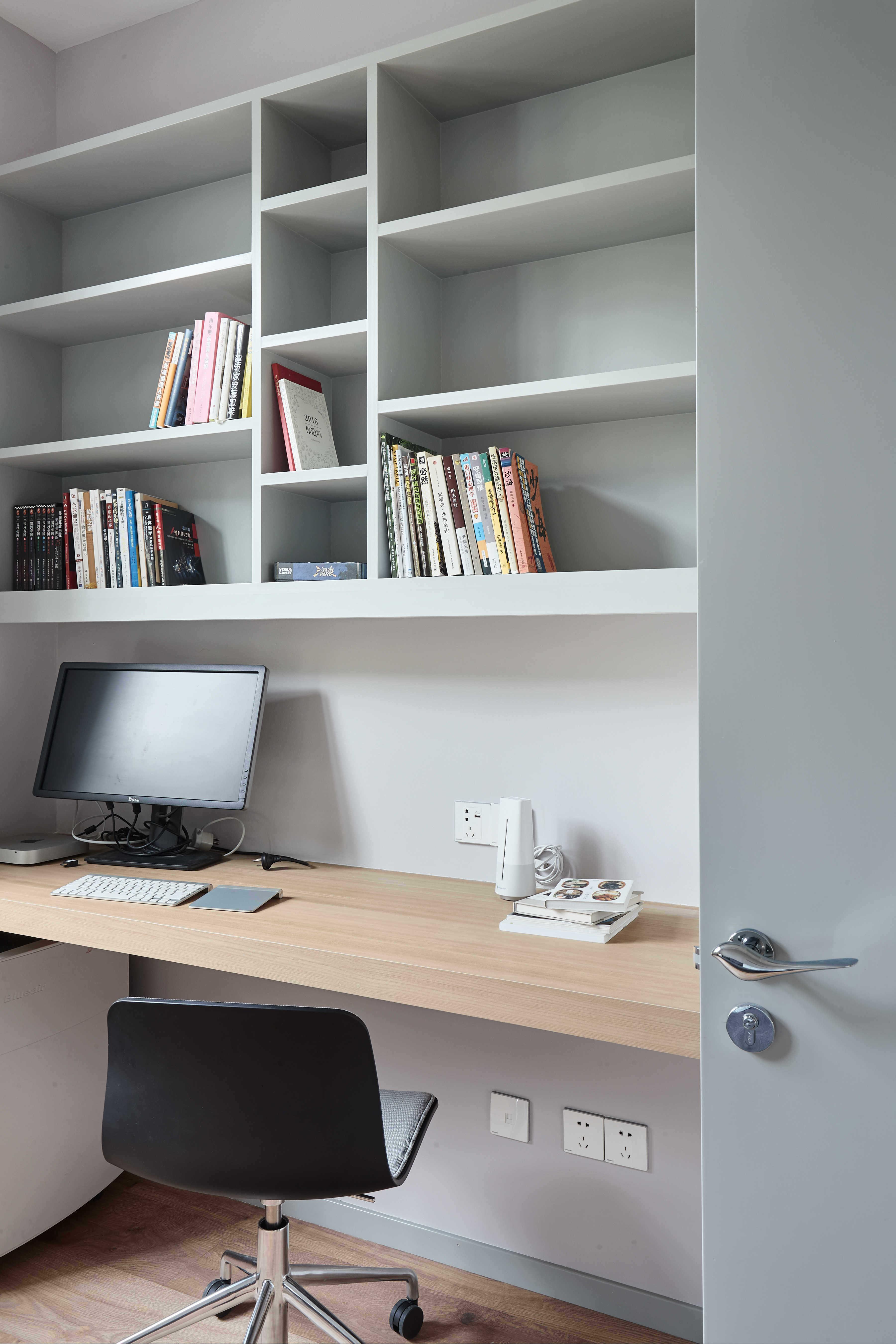大户型休闲四居室装修书桌设计图
