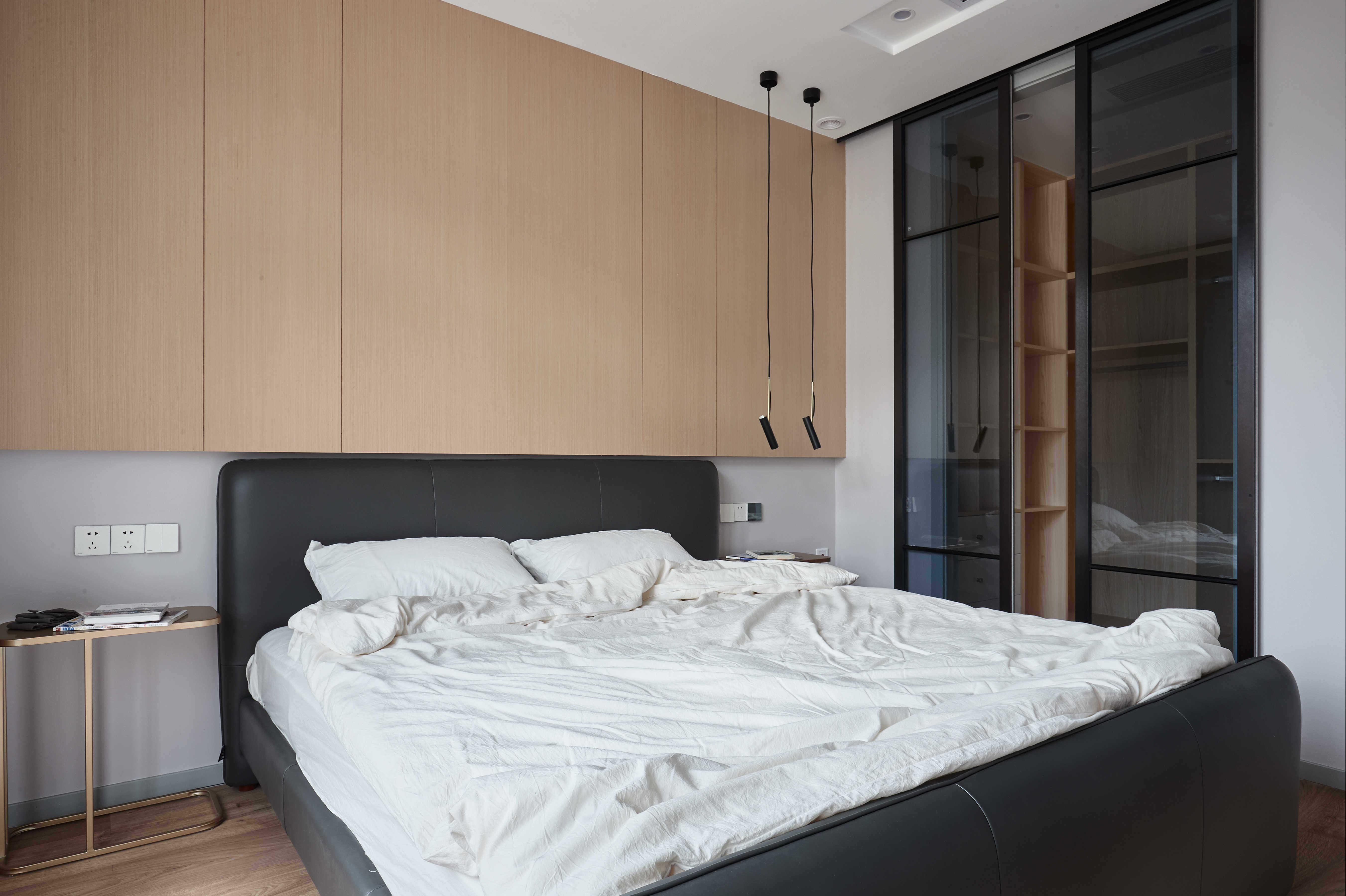 大户型休闲四居室床头背景墙装修效果图