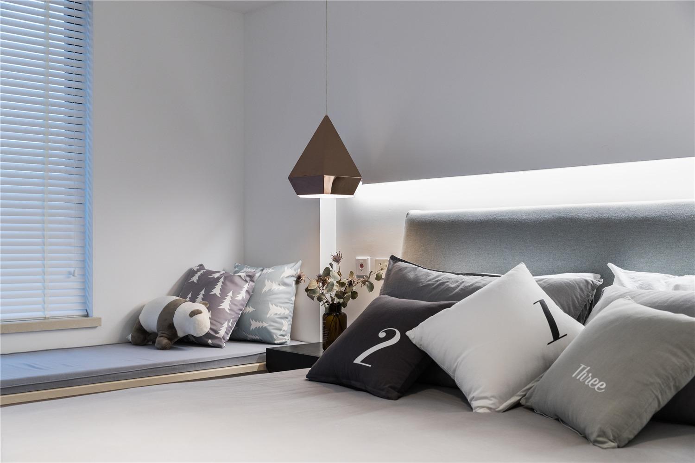 北欧简约风三居装修卧室床头一角