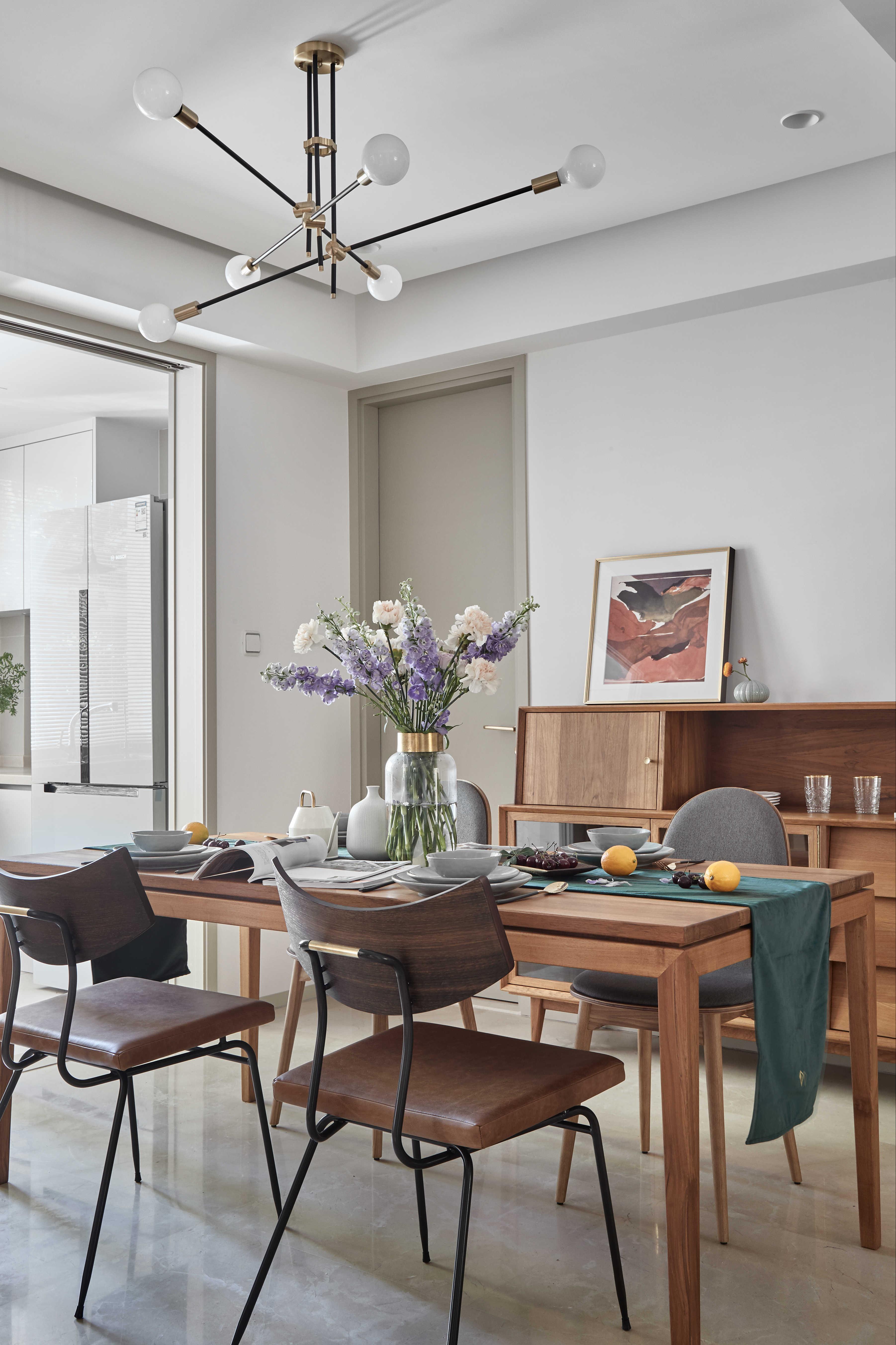 简约休闲三居室餐厅装修效果图